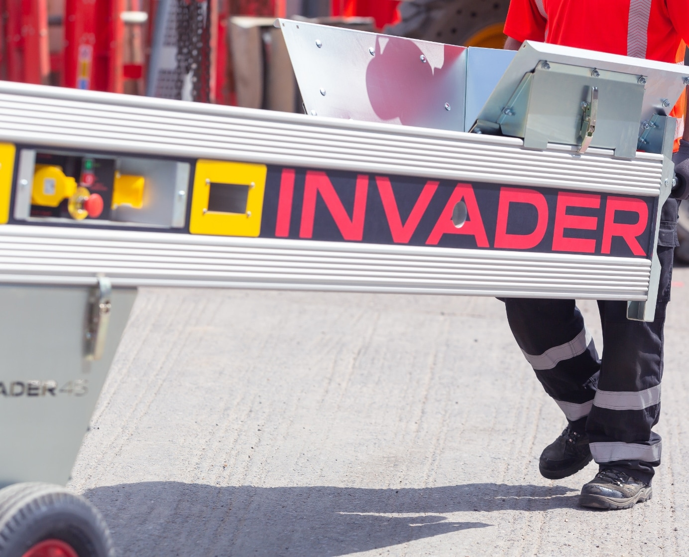 How to use a conveyor safely: 10 things every operative should know