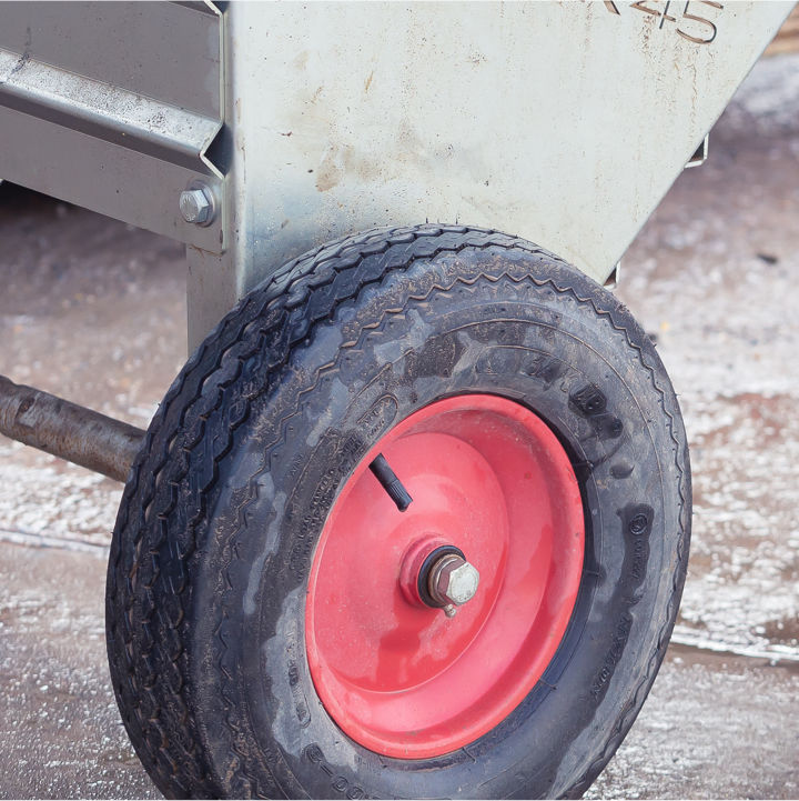 Wheels can be slewed for even stockpiling